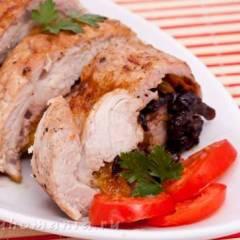 Свинина с черносливом и курагой, запеченная в духовке
