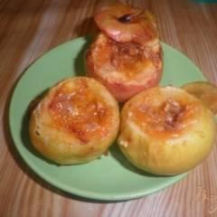 Запеченные яблоки с вареньем и орехами