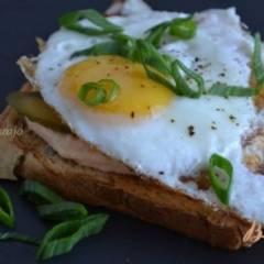 Хлебные тосты с яичницей
