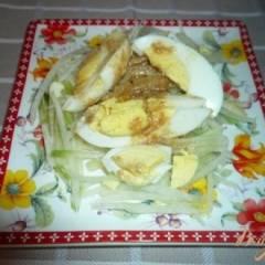 Салат из зеленой редьки и яиц