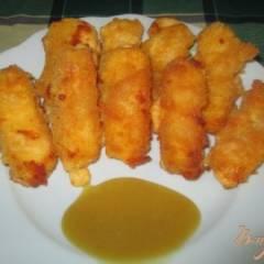 Жареный сыр с медово-горчичным соусом