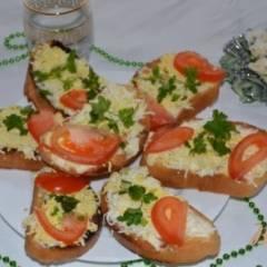 Тосты с яйцом и помидором
