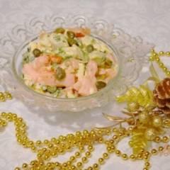 Овощной салат с авокадо, помидором и сыром