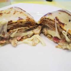 фото рецепта Блины с грибами, ветчиной и моцареллой