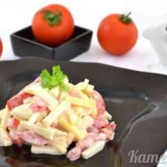 фото рецепта Салат из помидора, сыра и яблока