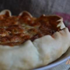 Открытый пирог с фасолью в томатном соусе