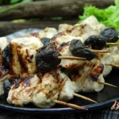 Шашлычки из куриного филе и чернослива