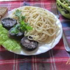 Паста с кровяной колбасой и травами