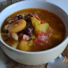 Густой суп с фасолью и абрикосами