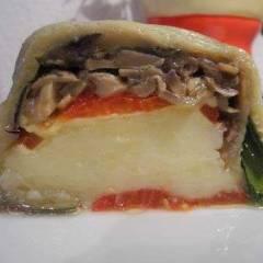 фото рецепта Картофельный рулет с грибами и овощами
