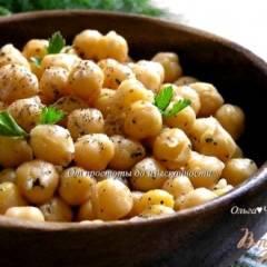 Нут с оливковым маслом и базиликом
