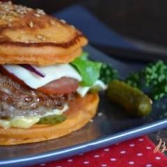 фото рецепта Бургер из томатных оладьев