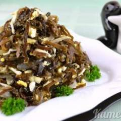 Салат из морской капусты и яиц