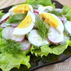Салат из редиса, огурцов и зелени