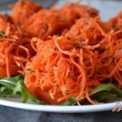 Закуска из томатов и маринованной моркови