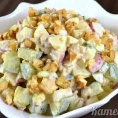 Салат из редиса, огурцов и грецких орехов