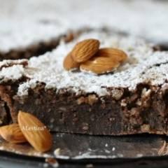 Шоколадный миндальный торт