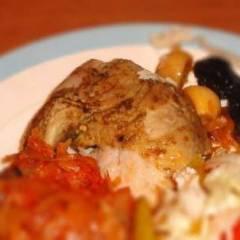 фото рецепта Курица запеченная с яблоками и черносливом