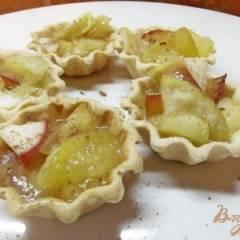 Тарталетки со сливками и фруктами