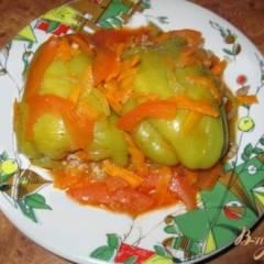 Фаршированные болгарские перцы под томатным соусом
