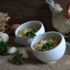 Яичный, пикантный  салат с крабовыми палочками