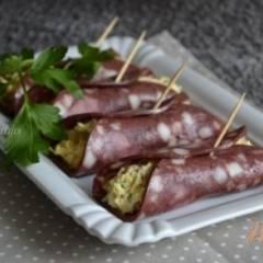 Закусочные рулетики из колбасной нарезки