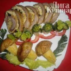 Мясной рулет с омлетом, сыром и маслинами