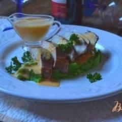 Куриные грудки с пюре из брокколи и соусом из тыквы