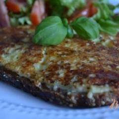 Горячий бутерброд с сыром на сковороде