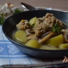 Грибной суп с фрикадельками из мяса и гороха нут