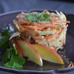 Салат из сельдерея, моркови и грибов