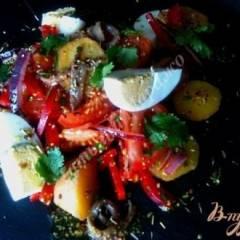 Теплый салат с картофелем и анчоусами