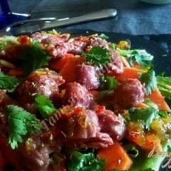 Салат с утиными желудочками конфи и папайей