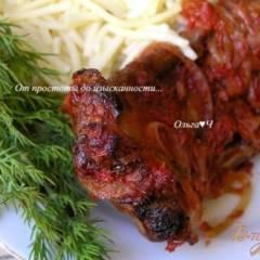 Свиные ребрышки в томатном соусе с майораном