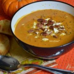 Тыквенный суп с орехом Пекан и сыром Фета