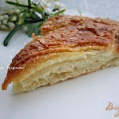 Сладкий пирог из хлебного теста