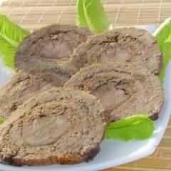 Мясной рулет с языком и орехами