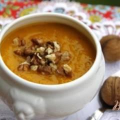 Тыквенный суп-пюре с грецкими орехами
