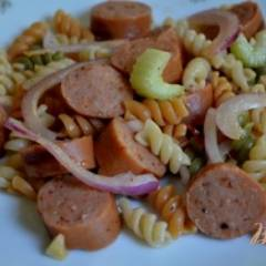 Салат с пастой и колбасой