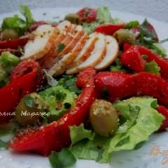 Салат с куриным мясом и перцем