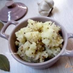 Давленый картофель с горчицей и чесноком