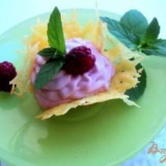 Сырные корзиночки с творожно-малиновым кремом.