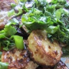 Жаренные кабачки с зеленью и специями.