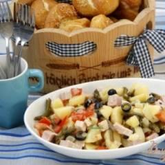 Картофельный салат с зелёной фасолью, маслинами и помидорами