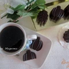 Шоколадные конфеты с лимонным кремом и вишневым конфитюром