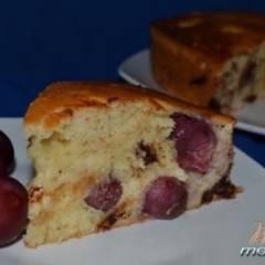 Йогуртовый пирог с виноградом и шоколадом