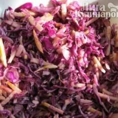 Салат из краснокочанной капусты с маслом