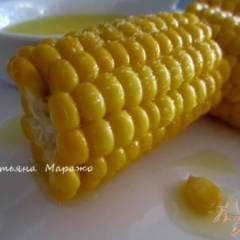 Отварная кукуруза со сливочным маслом