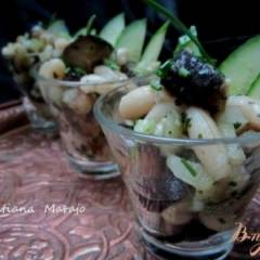 Острый салат с баклажаном и белой фасолью