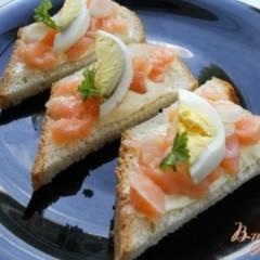 фото рецепта Канапе с семгой и яйцом